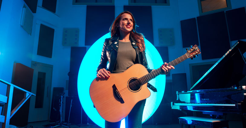 Faith Guitars Endorsee Louise Day Releases New Music Video